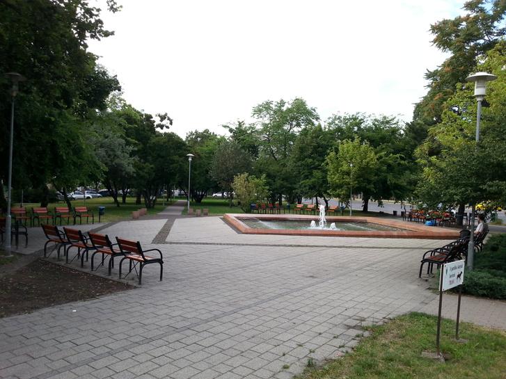 Ez egyetlen negyed, ahol klassz park van, a Kerepesi úti lakótelep előtti rész. Igaz itt nincs átmenő, csak célforgalom