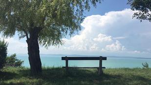 Találtunk egy eldugott helyet, ahonnan lehetetlenül szép a Balaton