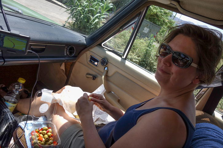 Első utunk egy Conadba vezetett, ahol a szokásos olajbogyó/sajt kombóval szerelkeztünk fel