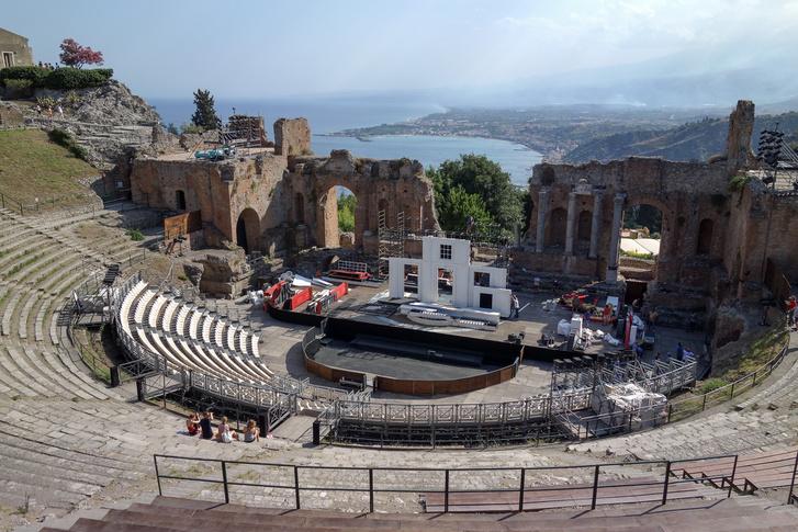 A taorminai színház, ami ugye, kötelező