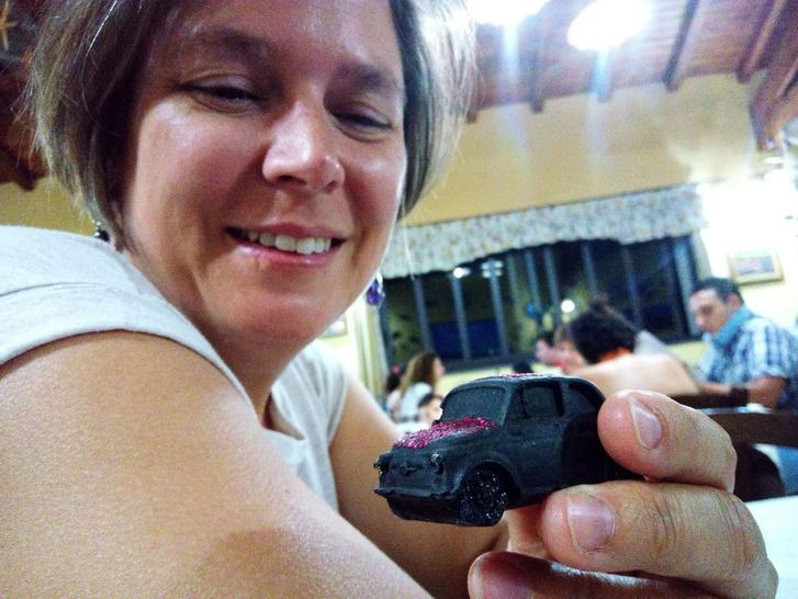 Az Etna után ért bennünket a 16. házassági évfordulónk. Kati egy láva-500-ast kapott rá