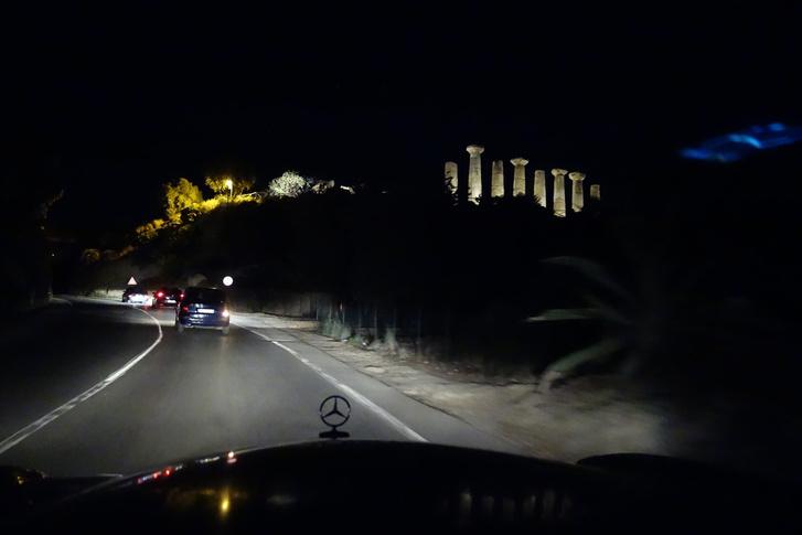 Bizony, azok az egyik görög templom dór oszlopai