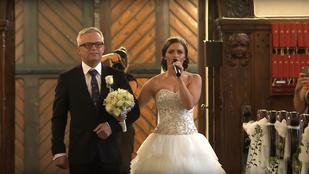 Olyan esküvői meglepetést kapott a vőlegény, hogy elsírta magát