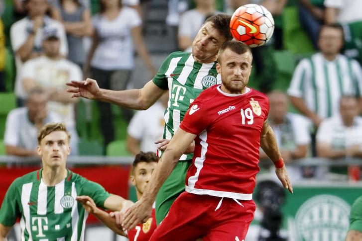 Gera Zoltán és Lorenc Trashi a labdarúgó Bajnokok Ligája selejtezőjének második fordulójában játszott Ferencváros - Partizani mérkőzésen a Groupama Arénában 2016. július 20-án.