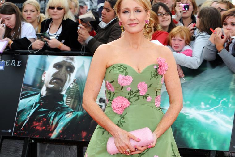 2011. július 7. – A Harry Potter és a halál ereklyéi című könyvből készült második, befejező film premierje Londonban.