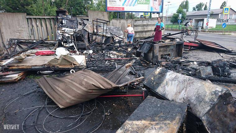 A lángokat a főváros hivatásos tűzoltói oltották el.