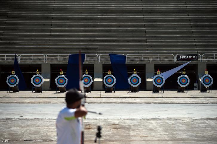 Egy íjász a 40. Brazil íIjászati bajnokságon a Sambadrome Marquês de Sapucaí-ban, ahol az olimpiai versenyszám is otthon kap majd.