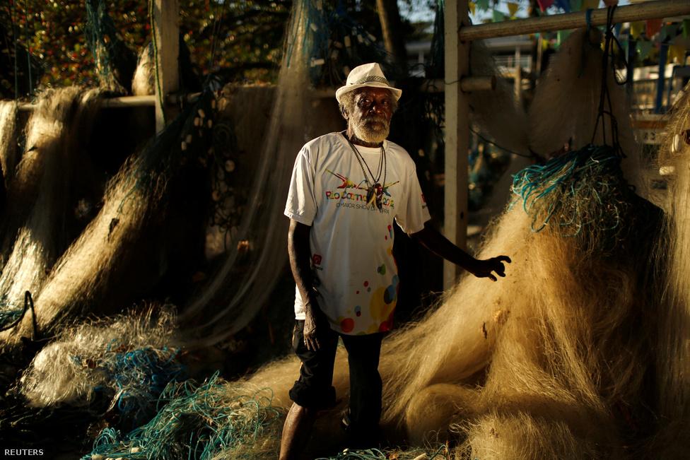 A 75 éves halász, Jose de Jesus Damaceno szerint a város válságban van, a kormánynak inkább az emberekkel kellene törődnie ahelyett, hogy egy ilyen eseményre költi a pénzt. Az itt megszólalók körében, de általában véve a brazil sajtóban is az egyik leggyakoribb érv az volt az olimpia ellen, hogy ezt a nagyzolást egyszerűen nem engedheti meg magának a város és az ország, a pénznek sokkal jobb helye lenne máshol. Arról, hogy mennyire el tudnak szaladni az olimpia költségei, nemrég írtunk egy nemzetközi kutatás alapján.