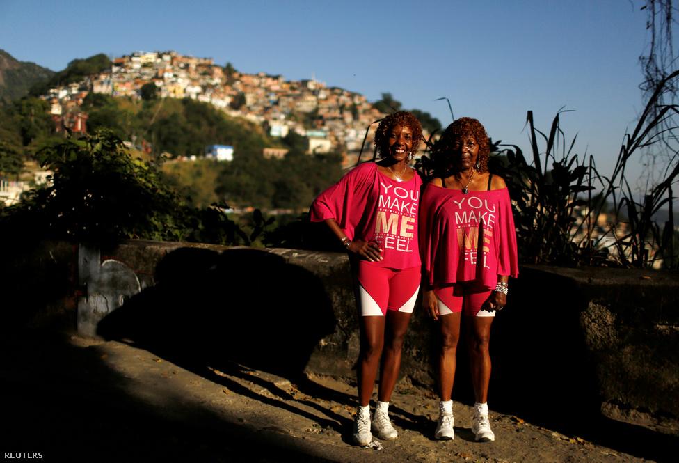 Silvana Batista (balra), a 49 éves nyugdíjazott nővér és édesanyja, Helena egy olyan szegénynegyedben laknak, amely a bűnbandák közti folyamatos háború színtere. Nehéz, erőszakos időket élünk a városban, mindenki aggódik az utcákat elárasztó erőszak miatt - mondják. Azonban remélik, hogy maga az olimpia sikeres lesz, és az odalátogatóknak nagy élményekben lesz részük.                         A bűnözés az egyik legnagyobb félelem a játékok kapcsán, hiszen még soha nem rendeztek olimpiát olyan veszélyes városban mint Rio. Az amúgy festői városban a színfalak mögött, illetve gyakran azok között tombol az erőszak: az egy főre eső gyilkosságok száma a budapestinek a 9-szerese, de még a legveszélyesebb európai városnak számító Tallinnban is csak arányosan harmadannyi embert ölnek meg, mint Rióban. Ráadásul az utcai tolvajlások és más kisstílű,de bosszantó bűncselekmények száma évtizedes rekordokat döntött a játékok előtti hónapokban.