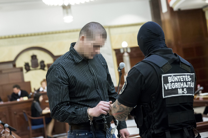 Csontos István negyedrendû vádlott a romák sérelmére elkövetett sorozatgyilkosságok másodfokú büntetõperének ítélethirdetésén a Fõvárosi Ítélõtáblán 2015. május 8-án.