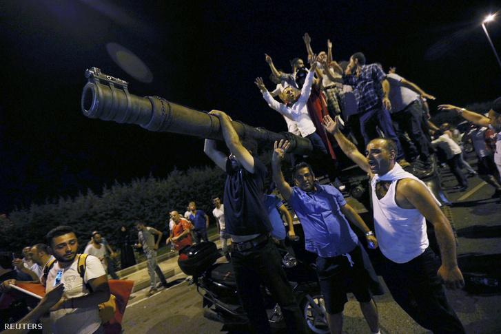 Puccskísérlet Törökországban július 16-án