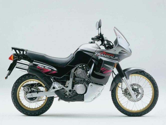 Honda XL600V - ez mondjuk éppen egy 1994-es