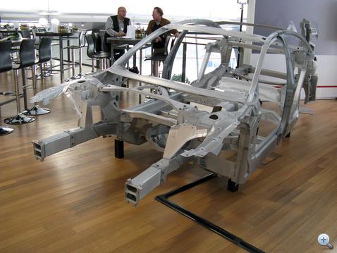 Cakk-pakk 231 kiló. Ennek 9 százaléka a két ominózus acél B-oszlop