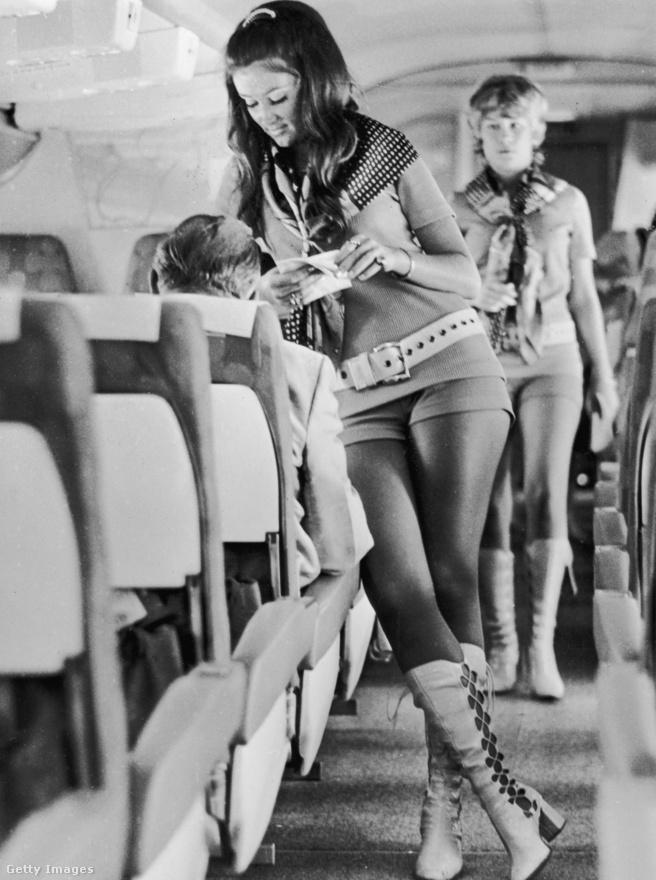 """1972-ben a Southwest Airlines új rendelkezéseket vezetett be: az egyenruha forrónadrágból és miniszoknyából, illetve magas sarkú csizmából állt. Akin ez nem mutatott jól, kirúgták, és senki egy büdös szót sem szólt érte. A felvételi elbeszélgetések mottója a """"szexszel el lehet adni az üres üléseket"""" volt, csak modellalkatú nőket vettek fel a céghez. A fedélzeten felszolgált koktélokat is átnevezték, volt köztük Bájital nevű is. És ha már szex: soha nem értettem, hogy lehet a gépek vécéjében dugni, amikor azokban jó, ha egy felnőtt ember meg tud fordulni."""