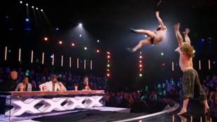 Nem bírja ki röhögés nélkül, amit ez az akrobata művel