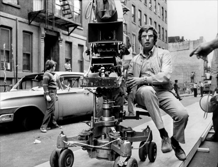 Bill Friedkin egy forgatáson - nem A francia kapcsolatén, mert akkor így öltözve megfagyott volna