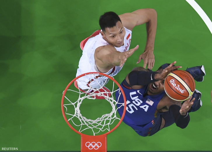 Carmelo Anthony (USA) Ji Csienlien (CHN)