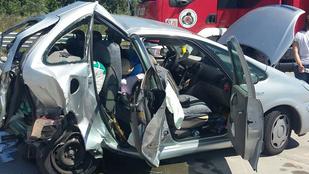 Kisbusz ütközött személyautóval az M0-s autópályán