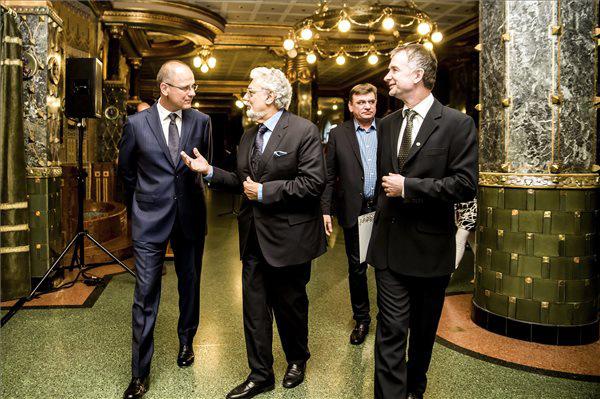 Navracsics Tibor, Plácido Domingo és Fekete Gyula