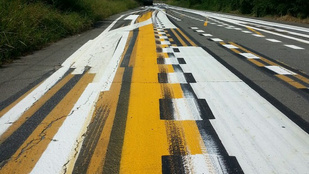 Tudja, hogyan tesztelik az útburkolati festéseket?