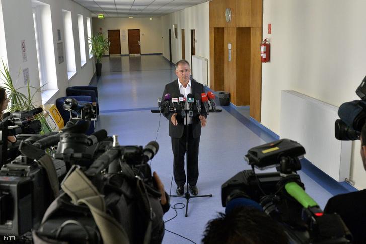 Kósa Lajos a Fidesz parlamenti frakcióvezetője sajtótájékoztatót tart a az Országgyűlés Irodaházában 2016. augusztus 8-án.