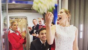 Repülőn kérte meg barátnője kezét, és azonnal el is vette