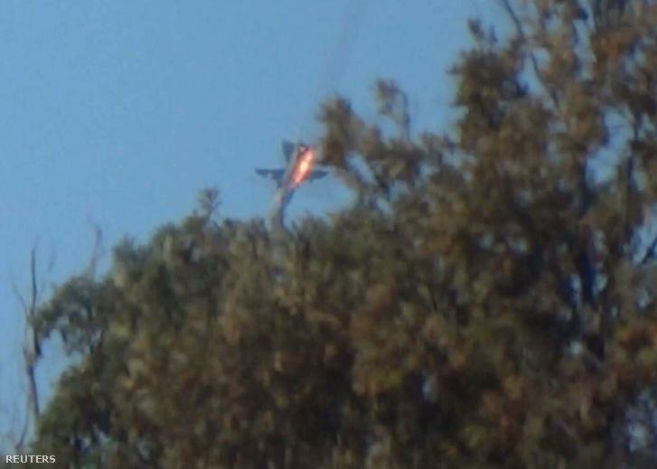 A török légierő légtérsértésre hivatkozva lelőtte az orosz vadászbombázót a török-szír határ közelében 2015. november 24-én.