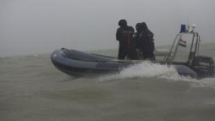 A balatoni viharjelzés és a szörfözés veszélyes kombinációt alkot