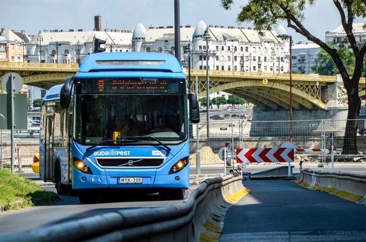 Még két évesek sincsenek a budapesti hibrid buszok, másfél hónapja mégis a Volvo Cinkotai úti telephelyén rohadnak