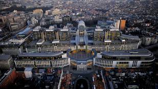 Robbantással fenyegettek két Brüsszelbe tartó gépet