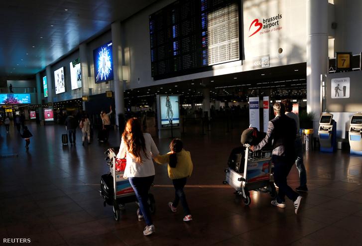 Utasok a Zaventem repülőtéren augusztus 10-én