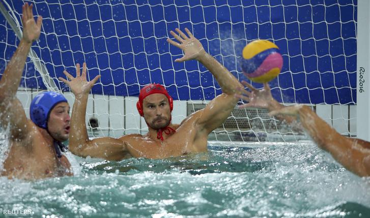A világbajnok Szerbia továbbra is kiesőhelyen van, miután a házi gazda braziloktól 6-5-re kikapott.