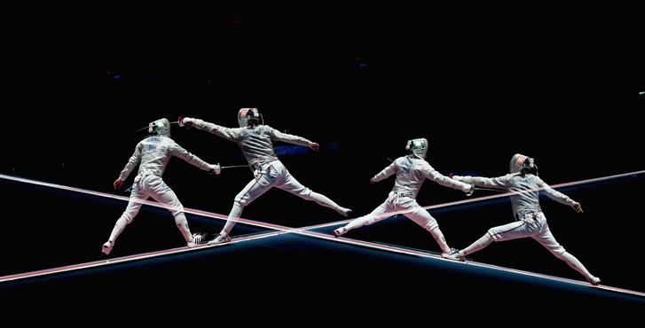 Szilágyi Áron vív az olimpia ötödik napján egy duplán exponált jelenetben