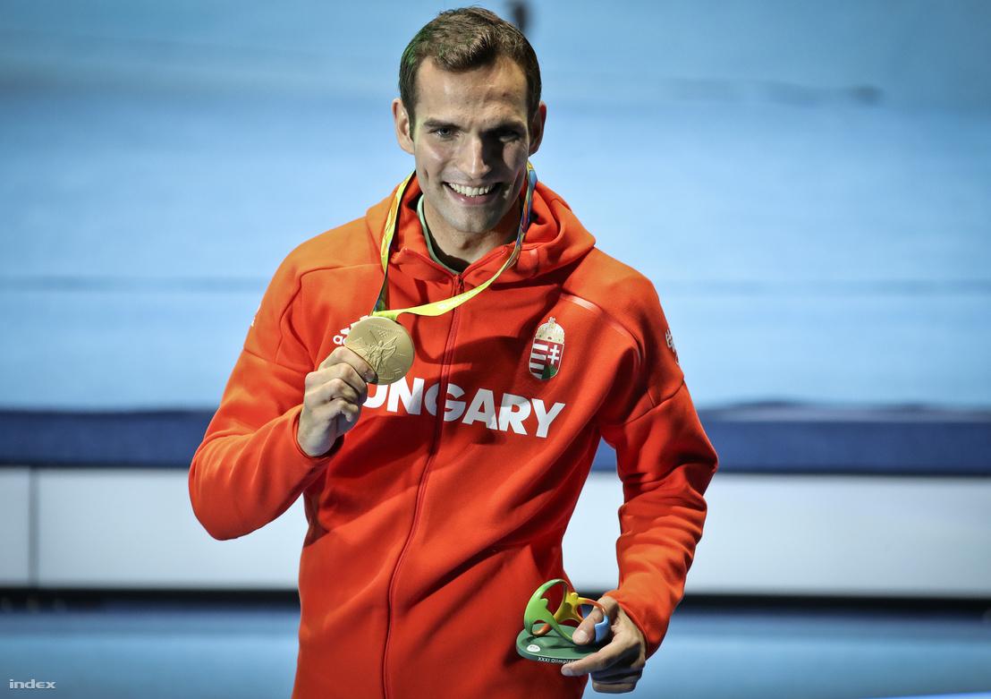 Szilágyi Áron olyat csinált, amit rajta kívül csak négyen tudtak ennek ebben a fegyvernemben megcsinálni eddig: megvédte olimpiai bajnoki címét. Legutóbb 1988-ban egy francia kardozó lett olimpiai bajnok úgy, hogy négy évvel korábban is aranyat szerzett, előtte 1976-ban és 1980-ban a szovjet Viktor Krovopuszkov, rajtuk kívül pedig két magyar: Fuchs Jenős 1904-ben és 1908-ban, Kárpáti Rudolf 1956-ban és 1960-ban lett olimpiai bajnok.