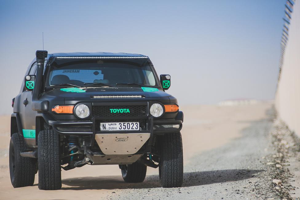 Blaze világának közepe egy átépített Toyota FJ Cruiser. Miután emelt rajta tíz centit, King gátlókat rakott alá. Kapott még egy Borla Pro XS kipufogórendszert, alulra meg némi extra védelmet. A műszakin egyedül a lökhárítót helyettesítő acélcsövekbe kötöttek bele, amit a következő vizsgára már le kell szednie.