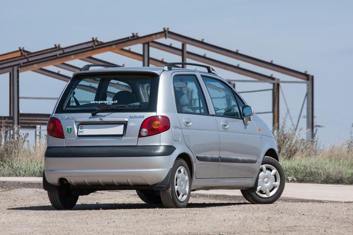 Sosem volt egy csúnya autó, de egész jól is öregszik, csak a kerekei túl picik