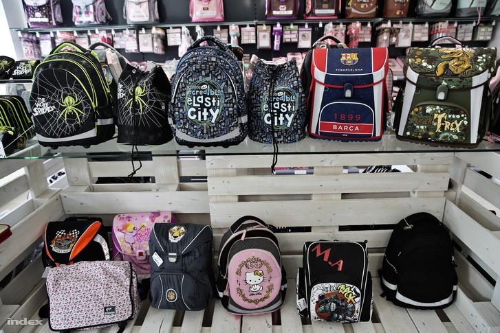 fa41061654f5 Index - Gazdaság - Mi kerül ennyibe egy iskolatáskán?