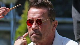 Arnold Schwarzenegger hippiszemüvegben is kőkemény