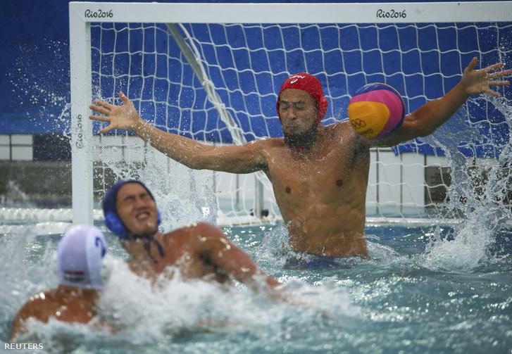 Alaposan helyben hagyta a japánokat a magyar férfi vízilabda-válogatott a harmadik meccsen, és a szerb és a görög ellenfél után nagy arányú győzelemmel folytatta a tornát. Jöhetnek a brazilok.