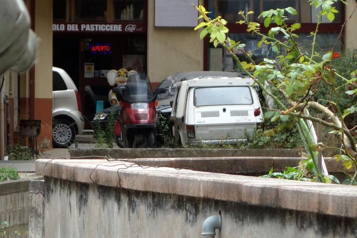 Capo d'Orlando, ahol feltűnően sok volt a Honda Helix. És ott egy Bambino is