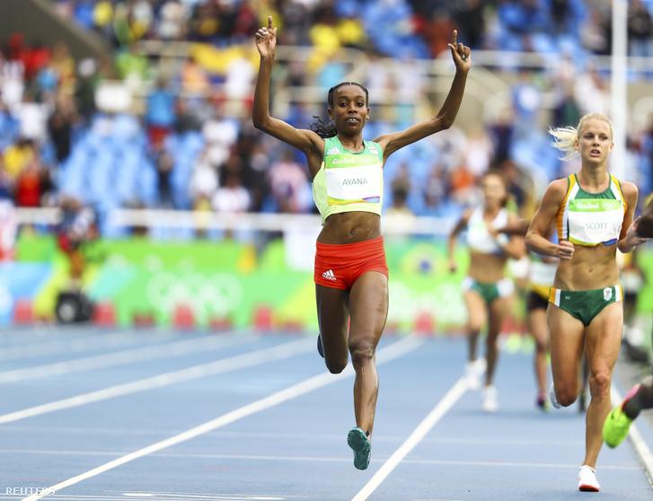 Óriási világrekordot futott Almaz Ayana Az etióp atléta női 10 000 méteren a táv nagy részét egyedül futva, 2917:46-tal nyert aranyérmet, 23 éves világrekordot döntött még.