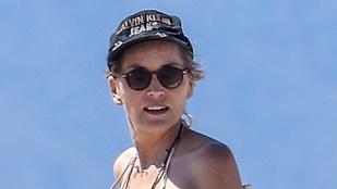 Íme, Sharon Stone bikinis teste
