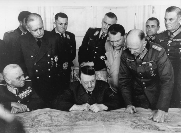 Adolf Hitler és a magyar miniszterelnök, SztójayDöme megbeszélést tarta a Klessheim Palotában, Salzburgban, 1944. június 7-én.
