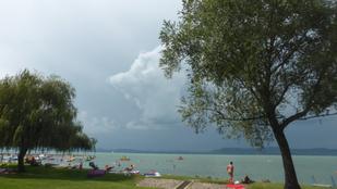 Felemás fotó: érkezik a vihar éppen a Balatonra