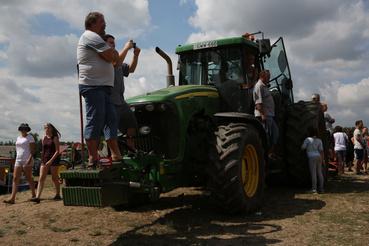 Ha nem tudod mitévő légy, engedd hogy a traktor gondolkozzon helyetted! Lóval legalábbis biztos van valami ilyesmi mondás.