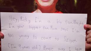 A 9 éves kisfiú túl kicsi volt a Szigethez, mégis kapott autogramot a kedvenc zenekarától