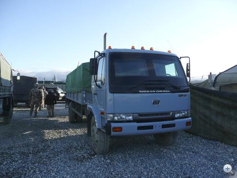 A Jinge Truck szemből sem markánsabb