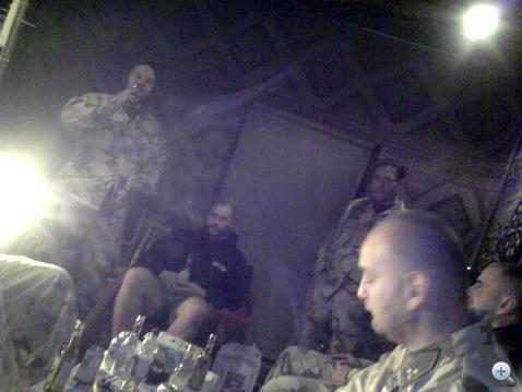 Alakul a buli a tűzszerészklubban