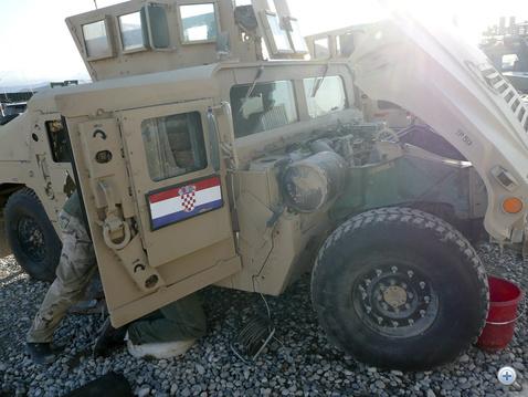 Horvátok Humveet henkölnek