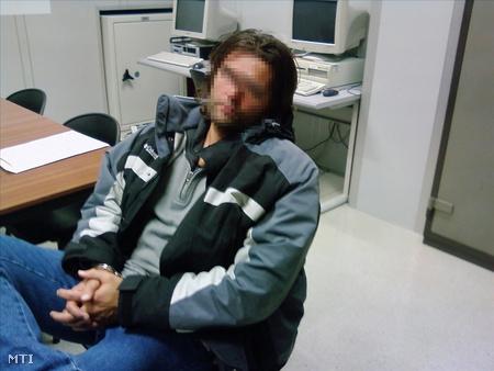 Farkas Péter a helyi rendőrség felvételén, miután egy andorrai hotelben elfogták